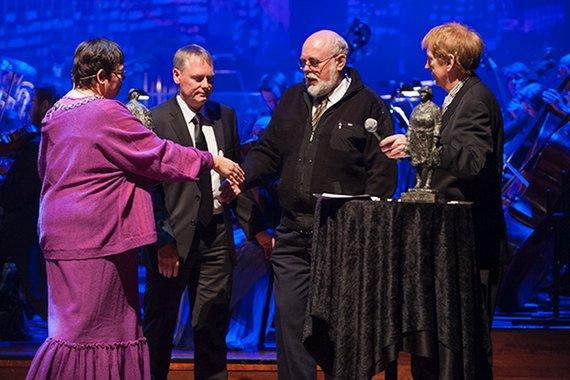Fra venstre ordfører Rita Ottervik, Kommunaldirektør for kultur og næring Morten Wolden, Erland Gjermstad og Rune Kjenstad som representerte SHF.