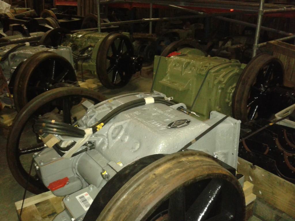 Motorene, som er montert på akslingene ligger lagret sammen med boggiene inntil videre.