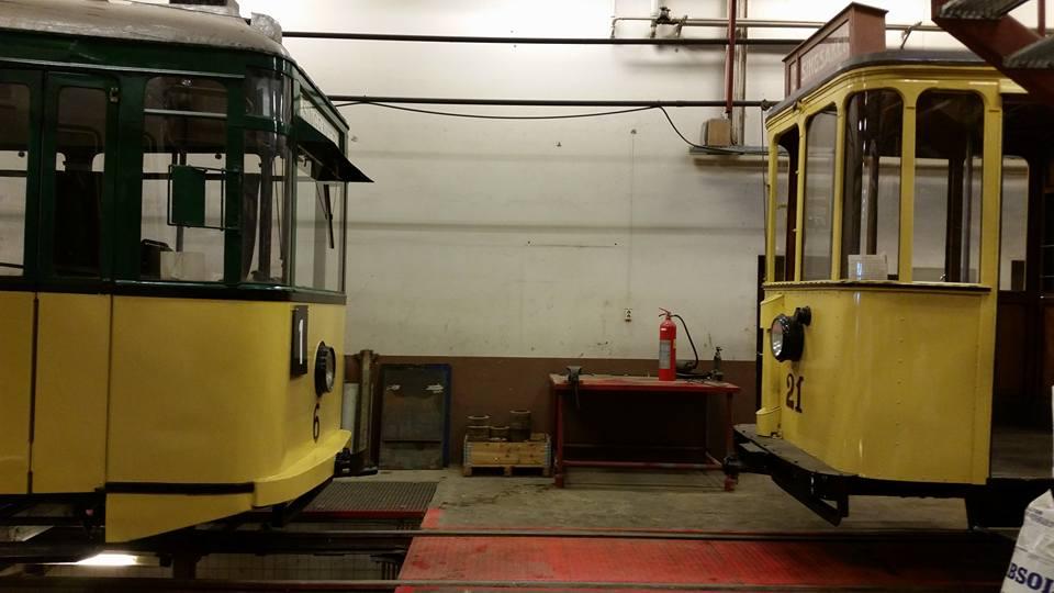 To av vognene som skal i drift på jubileumsdagen.